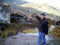 Kağızman'da köylü evlerini boşaltıyor.20860