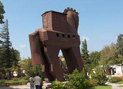 Turistler 'Troy Atı'nı görmeden gitmiyor.10368