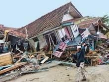 Tsunami sildi süpürdü.10923