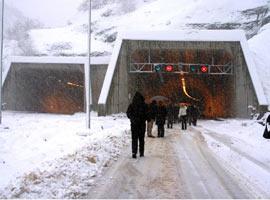 Kars- Ardahan karayolu ulaşıma kapandı.14348