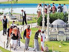 'Türkçenin çocukları' İstanbul'a hayran kaldı.16040
