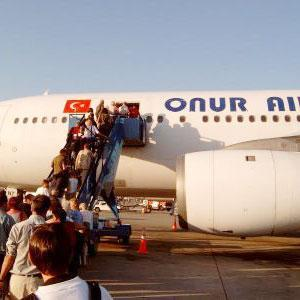 Havalimanında meçhul İranlı.15860