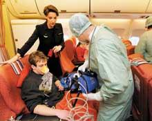 Bakan Akdağ uçakta bir yolcunun hayatını kurtardı.9659