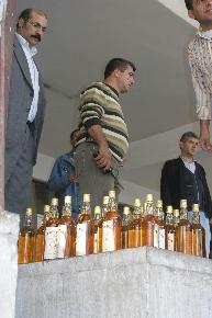 Adana'da 7 bin sise kaçak viski bulundu.57065