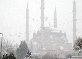 İstanbul'a yılın ilk karı düştü.9376