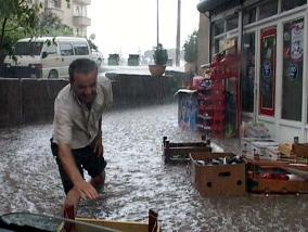 Şiddetli yağmur ortalığı yıkıyor.28779