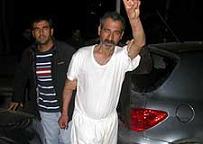 Aranan terörist yarı çıplak yakalandı.6470