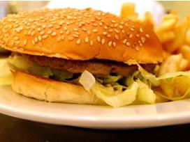 Fastfood'a 'sigara' muamelesi.12609