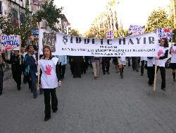 Hocalar 'şiddete karşı' eylem yaptı.13953