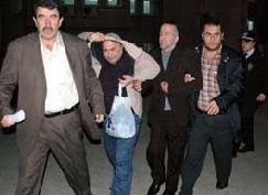Trabzon'da 2 gardiyana kelepçe.9279