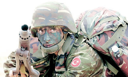T�rk top�usu Kuzey Irak'� yar�m saat bombalad�!.49339