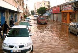 Van'da, ev ve işyerleri sular altında kaldı.14537