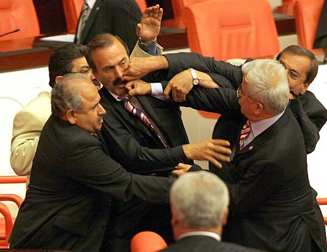 Meclis'teki kavgada yumruğu yiyen vekil konuştu.49239