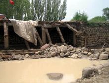 Hindistan sele teslim: 150 bin kişi evsiz.15377