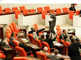 Başbakan, DTP'li sözcülerin konuşmasını dinlemedi.22073