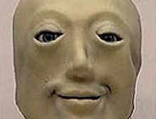 Bu robot gülüyor, korkuyor.10579