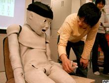 Tembeller i�in televizyon 'zap'layan robot!.13709