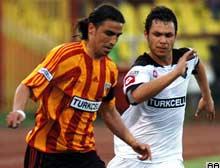 Mehmet Topuz Kayserispor'da kaldı.8877