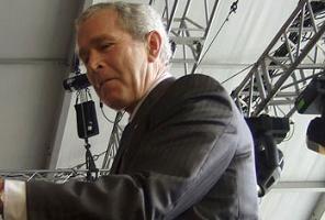 Tahlil sonuçları Bush'u sevindirdi.12749