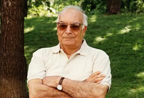 Edebiyat ödülü Yaşar Kemal'e.12813