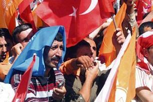 'Sessiz yürüyüş' sözde kaldı, Türk Solu üyeleri kriz çıkardı.18636