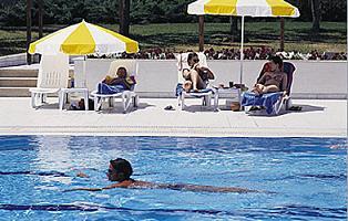 Cildinde yarası olan havuza girmesin.21459