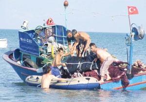 Çin'de balıkçı botu battı: 19 kayıp.32389