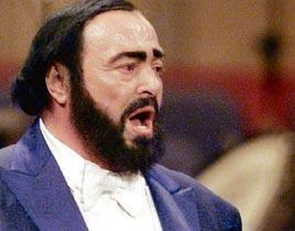 Pavarotti hastaneye kaldırıldı .11446
