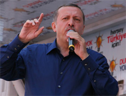 Erdoğan'ın Uşak mitinginde hedef CHP ve Baykal'dı.17828