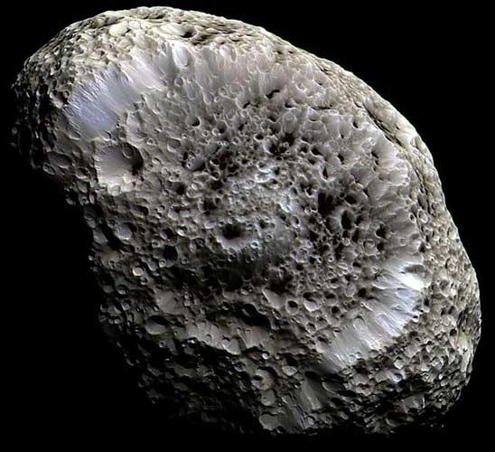 Satürn'ün şaşırtan uydusu!.43706