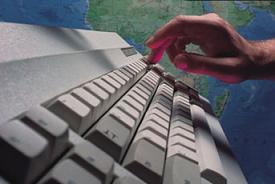 İnternette dolaşan iki maille nasıl mağdur oldu?.9943