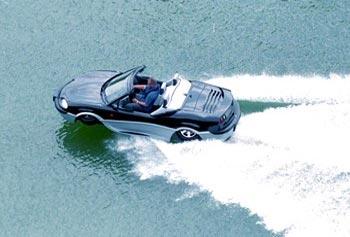 Hem karada hem de suda gidebilen otomobiller geliyor.17361