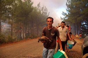 Önceki gibi Muğla'daki yangın kontrol altına alınamıyor.14133