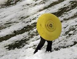 Temmuz'da kar üstünde yürümek.13481