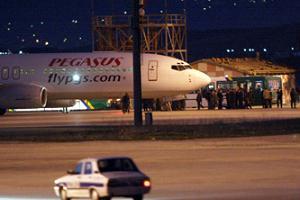 Pegasus Havayolları'na ait uçakta panik anları.11663