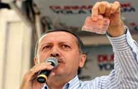 AKP mitingi ilginç görüntülere sahne oldu .9019