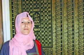 Yahudi kız huzuru Allah'a secdede buldu, ismi 'Ayet' oldu.20836