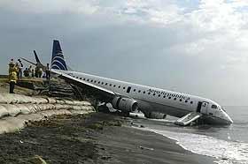 Uçak iniş sırasında iki eve çarptı: 5 ölü.8114