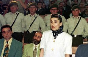 DEP'in eski milletvekili Leyla Zana yargıç karşısında.13605