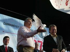 CHP lideri Deniz Baykal,  Antalya'da oyunu kullandı.11129