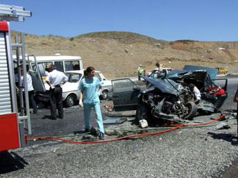 Zincirleme trafik kazasında 6 kişi öldü, 2 kişi yaralandı.30550