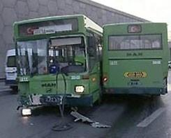 �ETT otob�s� ikiye ayr�ld�: 1 �l� .9853