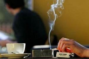 Sigara yasağı kalp krizi riskini azaltıyor .8051