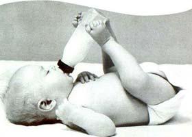 Bebeklerinizi biberondan uzak tutun.7752