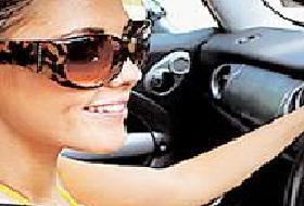 Araba kullanırken gözlük kullanın.12821