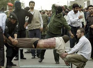 Doktora ceza: 15 yıl hapis 1500 kırbaç.24922