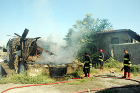 Tarihi b�lgedeki yang�n,itfaiyeyi alarma ge�irdi.64462