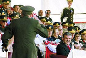 Büyükanıt Gül'e selam durdu.14596
