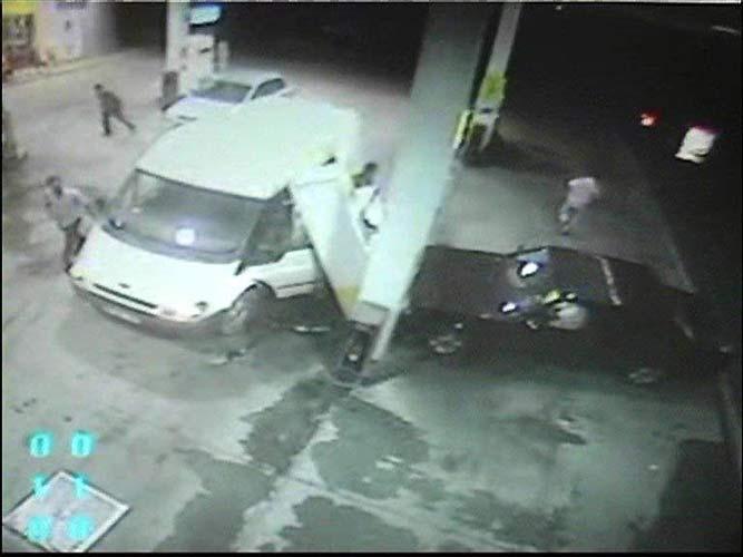 Benzin istasyonunda sarhoş şoför dehşeti .31616