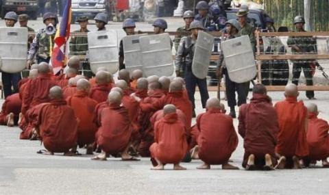 Askerin gölgesindeki ülke: Myanmar.29186